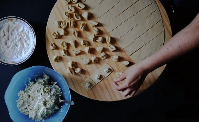 Preparación de pasta sobre fondo negro